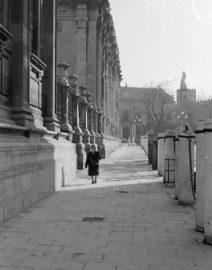 London sidewalk 1 woman