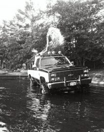 4-wheel Pickup in water 4
